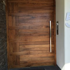 Control de acceso: Puertas de madera de estilo  por EESP equipos electrónicos smart home