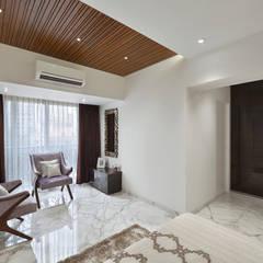 PARENTS BEDROOM: minimalistic Bedroom by Ar. Milind Pai