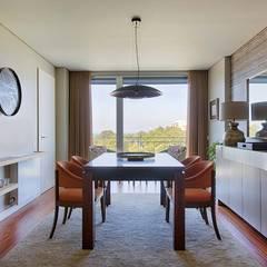 Apartamento Edifício do Parque - T4 MATOSINHOS: Corredores e halls de entrada  por SHI Studio, Sheila Moura Azevedo Interior Design