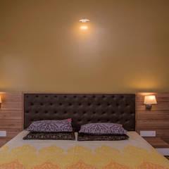 Mr Vinay: rustic Bedroom by GREEN HAT STUDIO PVT LTD