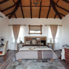Hakuna Matata: rustic Bedroom by Mahesh Punjabi Associates