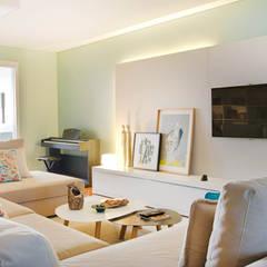 Apartamento Edifício do Parque - T3 MATOSINHOS: Salas de estar  por SHI Studio, Sheila Moura Azevedo Interior Design,Escandinavo