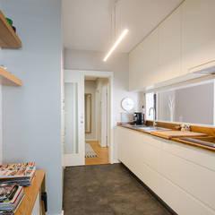 ครัวสำเร็จรูป by SHI Studio, Sheila Moura Azevedo Interior Design