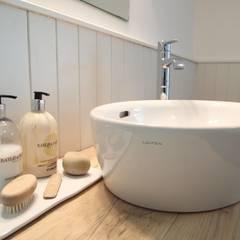 Country Style Bathroom:  Bathroom by DeVal Bathrooms