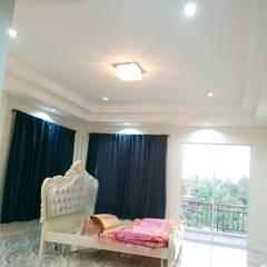 บ้านเดี่ยวสองชั้น ออกแบบและเลือกวัสดุตามใจลูกค้า:  ห้องนอน by บริษัท ซายแอค คอนทรัคชั่น จำกัด