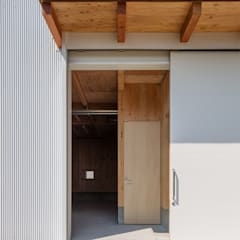Sliding doors by 伊藤憲吾建築設計事務所, Asian Wood Wood effect