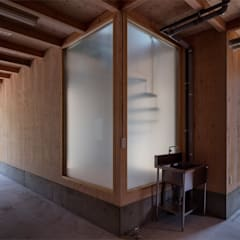 Carport by 伊藤憲吾建築設計事務所, Asian Wood Wood effect