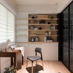 《日向》:  書房/辦公室 by 辰林設計