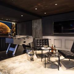 Private Club:  Living room by Artta Concept Studio
