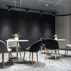 Sales Office:  Living room by Artta Concept Studio