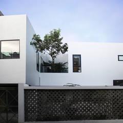 Casas unifamiliares de estilo  por Công ty TNHH Thiết Kế Xây Dựng Song Phát
