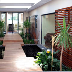 Renovations to House Crawse:  Corridor & hallway by The Matrix Urban Designers and Architects