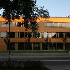 Front: styl , w kategorii Biurowce zaprojektowany przez Jednacz Architekci