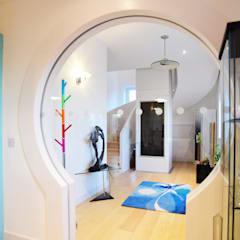 Scarth Craig, Cowie, Stonehaven, Aberdeenshire:  Corridor & hallway by Roundhouse Architecture Ltd, Eclectic Glass