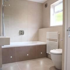 Simple and Stylish Bathroom:  Bathroom by DeVal Bathrooms, Modern
