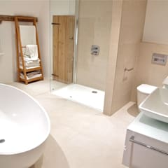 Stylish Grade II Bathroom:  Bathroom by DeVal Bathrooms