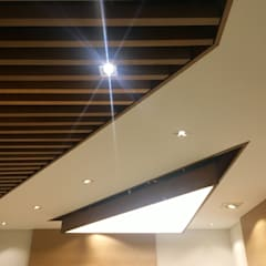 Carrero & Asociados: Edificios de oficinas de estilo  por Integra Proyectos