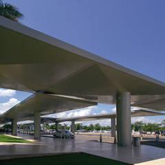 Duarte Aznar Arquitectos 의  평지붕, 모던 콘크리트