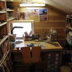 屋根裏工房~家族が喜ぶ趣味の家~: 株式会社 山弘が手掛けた書斎です。