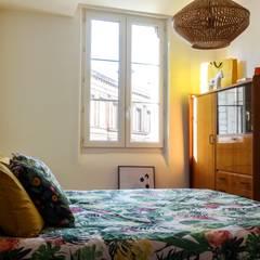 Un appartement à l'esprit vintage: Chambre de style de style eclectique par Eclectiko Studio