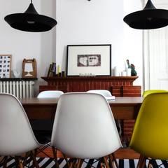 Un appartement à l'esprit vintage: Salle à manger de style de style eclectique par Eclectiko Studio