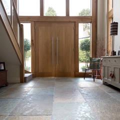 Pasillos y recibidores de estilo  por Quorn Stone