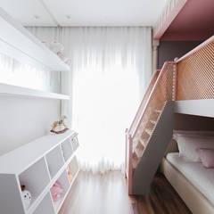 Quarto de menina: Quartos das meninas  por Thiago Mondini Arquitetura