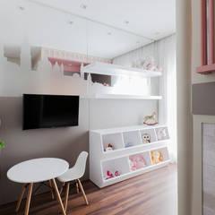 Habitaciones para niñas de estilo  por Thiago Mondini Arquitetura