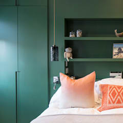 Green Bedroom:  Bedroom by Architecture for London