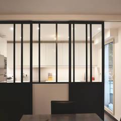 Verrière salle à manger / cuisine: Salle à manger de style de style Moderne par A comme Archi