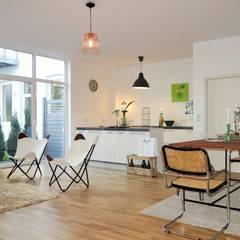 Homestaging einer Musterwohnung in ehemaliger Sektkellerei:  Wohnzimmer von Heimvorteil Homestaging