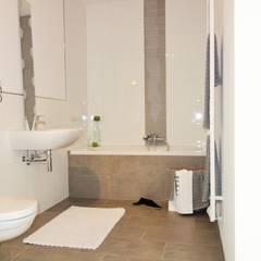 Homestaging einer Musterwohnung in ehemaliger Sektkellerei:  Badezimmer von Heimvorteil Homestaging