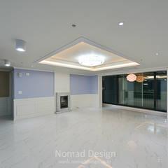 부산 다대포현대아파트 69평 인테리어: 노마드디자인 / Nomad design의  거실