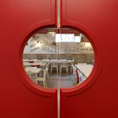 Trianon Pizzeria: Bar & Club in stile  di M@G  Architettura&Design