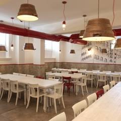 Trianon Pizzeria: Gastronomia in stile  di M@G  Architettura&Design