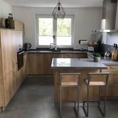 Kundenküche Naturstein:  Einbauküche von Marquardt Küchen