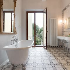 classic Bathroom by Officine Liquide
