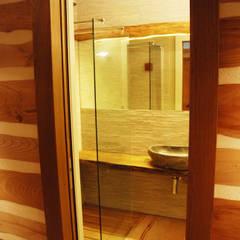 Ermellino: Bagno in stile  di gambardella e  rossi architetti