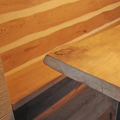 Ermellino: Sala da pranzo in stile  di gambardella e  rossi architetti