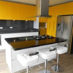 Bogotá. Sindamanoy: Armarios de cocinas de estilo  por Proyectos Modulares