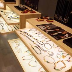 Interior Tienda Eva Key : Museos de estilo  de Mimetrica Diseña a tu medida