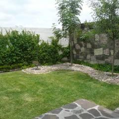 Terraza: Jardines de estilo  por Alberto M. Saavedra