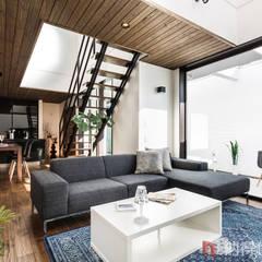 Salas / recibidores de estilo  por 納得住宅工房株式会社 Nattoku Jutaku Kobo.,Co.Ltd., Asiático