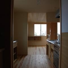 Midwifery home by the sea: 丸菱建築計画事務所 MALUBISHI ARCHITECTSが手掛けたシステムキッチンです。