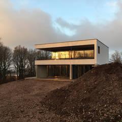 une vue en hiver 2018: Villa de style  par BIOVILLA
