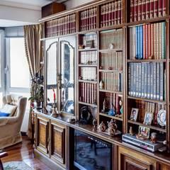 Piso Miraconcha, Donosti, San Sebastián: Estudios y despachos de estilo clásico de Bernadó Luxury Houses