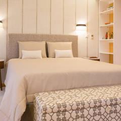 Apartamento T2 em Cascais - SHI Studio Interior Design: Quartos  por SHI Studio, Sheila Moura Azevedo Interior Design,Moderno