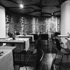 JEANS restaurant: Bar & Club in stile  di Studio ARCHEXTE' _ Vincenzo Castaldi Architetto