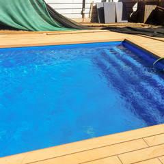 Piscina con deck instalado: Piscinas de jardín de estilo  por Piscinas Espectaculares