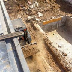 Retiro de material de excavación: Piscinas de jardín de estilo  por Piscinas Espectaculares